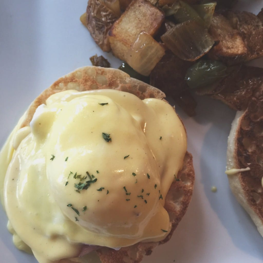 hollandaise eggs benedict