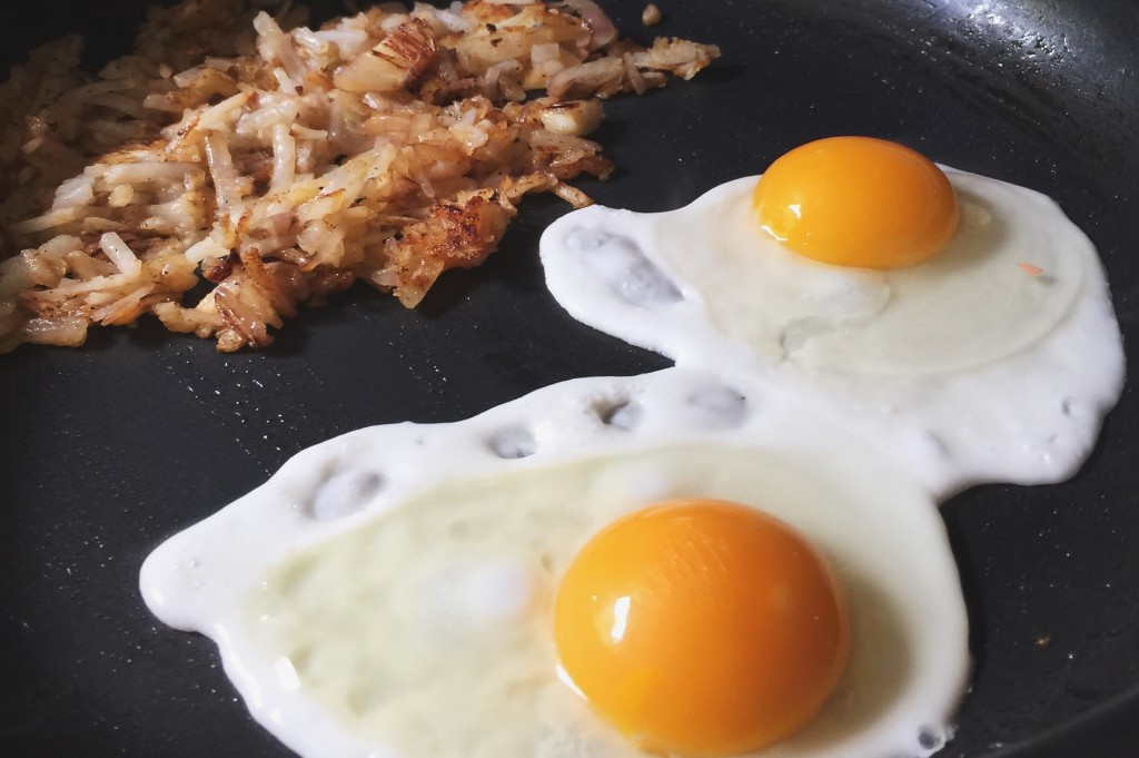 eggs in pan with hashbrowns